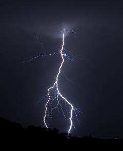 'Lightning (3761397565)' by John Fowler from Placitas, NM, USA - Lightning. Licensed under CC BY 2.0 via Wikimedia Commons